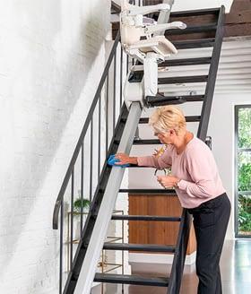geringer Pflegeaufwand beim Treppenlift